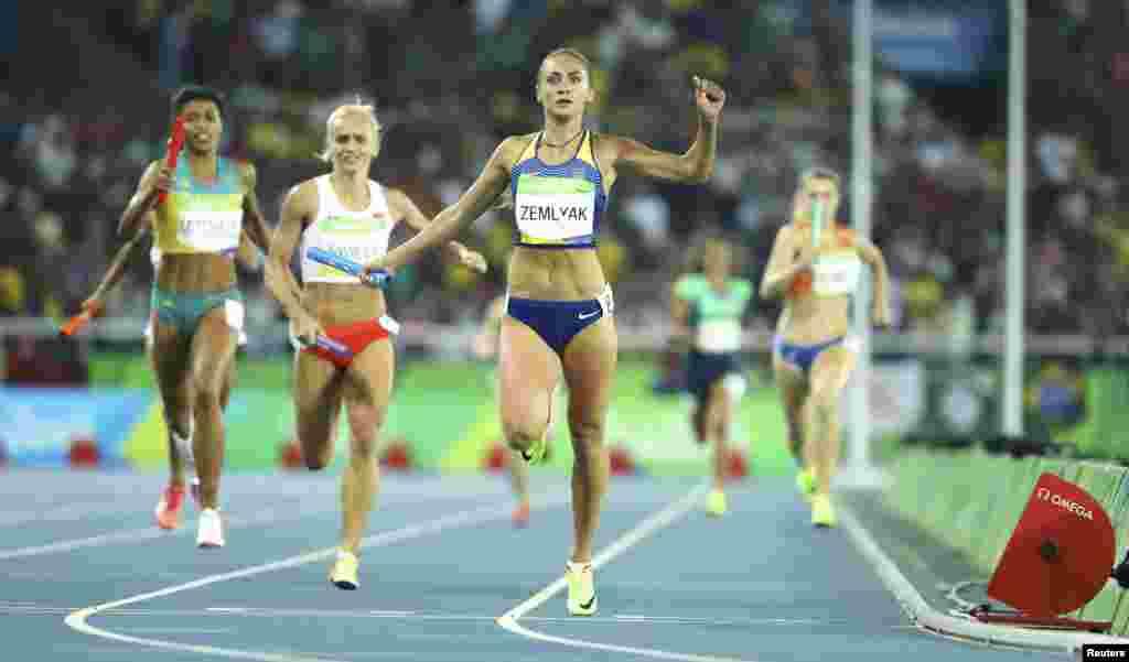 За право піднятися на олімпійський п'єдестал змагалася Ольга Земляк у жіночій естафеті 4х400 метрів
