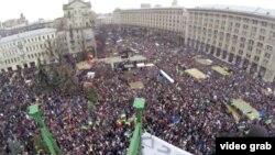 Pamje nga protestat në Kiev të Ukrainës