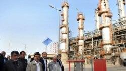 بازدید محمود احمدینژاد از پالایشگاه نفت آبادان