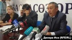 Нұрбек Нышанов (оң жақта), Оңтүстік Қазақстан облыстық қоғамдық денсаулық сақтау департаментінің басшысы. Шымкент, 5 маусым 2018 жыл.
