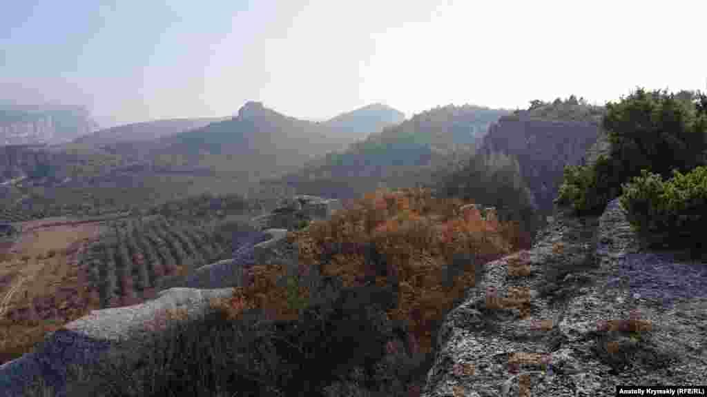 За «хвостом» Крокодила тягнеться гірська гряда аж до Бельбецьких воріт