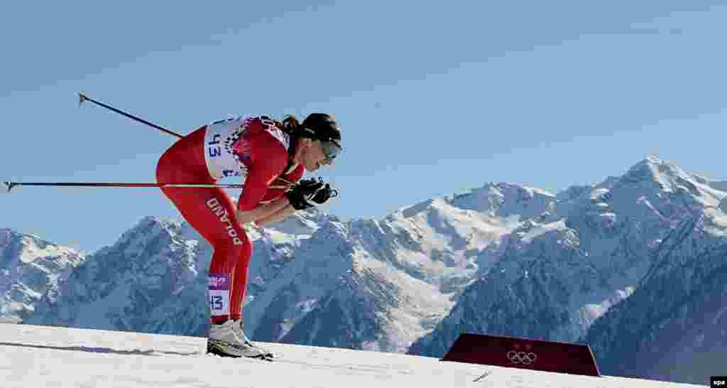 Потенциальная золотая медалистка Юстина Ковальчик из Польши во время 10-километрового забега классическим стилем