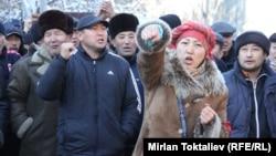 Келдибековдун тарапкерлери сот алдында. Бишкек, 22-ноябрь, 2013.