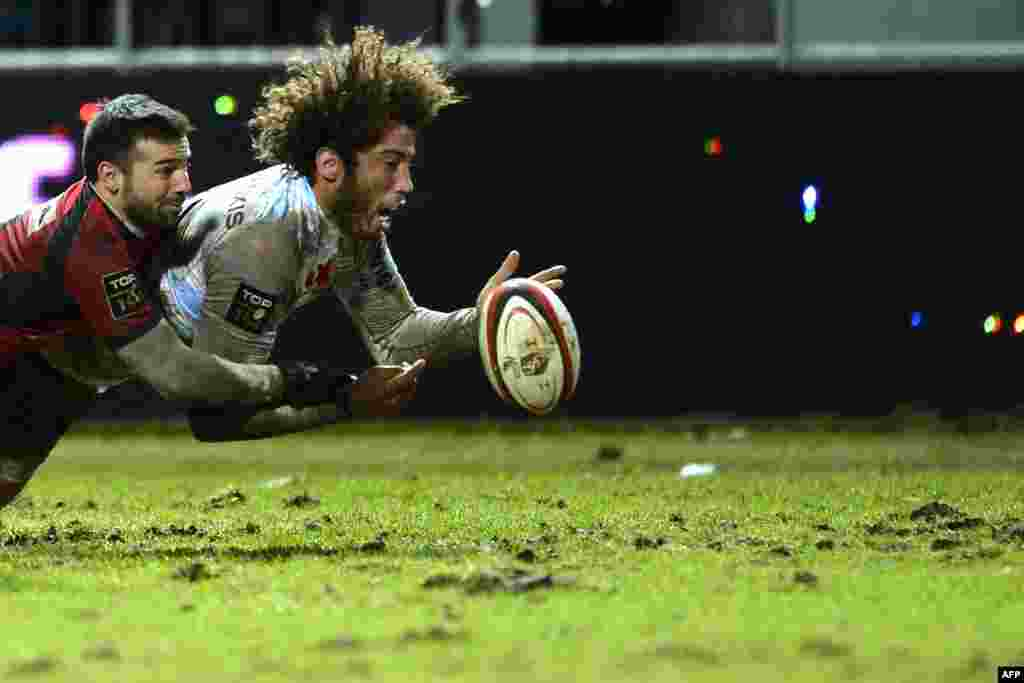 Racing Metro flanker Camille Gerondeau (right) is tackled by a scrum-half from home team Oyonnax during a French Top 14 rugby union match. (AFP/Romain Lafabregue)