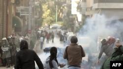 Греція -- зіткнення молоді з поліцією під час масових заворушень в Афінах, 7 грудня 2008 р.