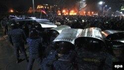 Столкновения с полицией участников протестов в Гюмри