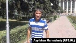 Жигер Аманжолов, житель Жанаозена, перенесший операцию по имплантации искусственного глаза. Алматы, 29 июля 2014 года.