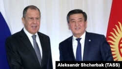 Kyrgyz President Sooronbay Jeenbekov (right) with Russian Foreign Minister Sergei Lavrov during a meeting in Bishkek on February 4. (file photo)