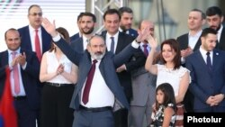 Armenia - Prime Minister Nikol Pashinian greets supporters during a rally in Yerevan, June 21, 2021.