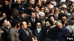 آقای خمینی درگفته بود همه آزاد هستند به شرط این که توطئه نکنند.