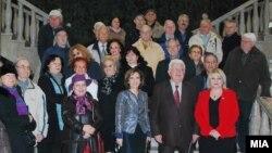 Архивска фотографија: Пензионери од Скопје во присуство на министерката за култура Елизабета Канческа-Милевска во посета на Археолошкиот музеј