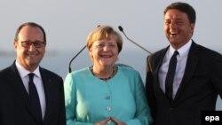 Իտալիայի վարչապետ Մատեո Ռենցին, Գերմանիայի կանցլեր Անգելա Մերկելը և Ֆրանսիայի նախագահ Ֆրանսուա Օլանդը, արխիվ
