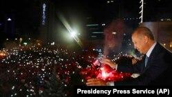 Грузинские политологи и эксперты не ожидают принципиальных изменений после укрепления президентской власти Эрдогана