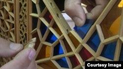 Şəbəkənin hazırlanmasında yerli meşə materiallarından istifadə olunur