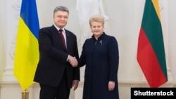 Президенти України та Литви Петро Порошенко та Даля Ґрібаускайте, фото архівне (©Shutterstock)