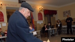Armenia's parliamentary by-election in Yerevan attracted fewer than one in four voters.