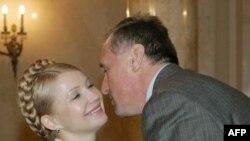 Timoşenko Çexiyanın baş naziri Topolaneklə danışıqlardan sonra sənədi imzalayıb