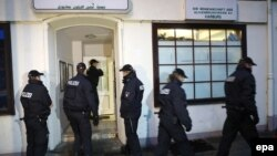 German police stand in front of the Al-Taqwa Mosque during a search in Hamburg on November 15.