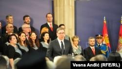 Президент Сербії Александар Вучич (у центрі) вітає співвітчизників зі святом, Белград, 15 лютого 2020 року