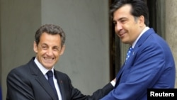 Президент Франции Николя Саркози (слева) и президент Грузии Михаил Саакашвили