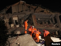Թուրքիա -- Փրկարարական աշխատանքներ Էրջիսում, 24-ը հոկտեմբերի, 2011թ․