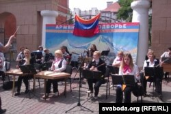 На традыцыйным магілёўскім сьвяце нацыянальных культур азэрбайджанскае і армянскае падвор'і