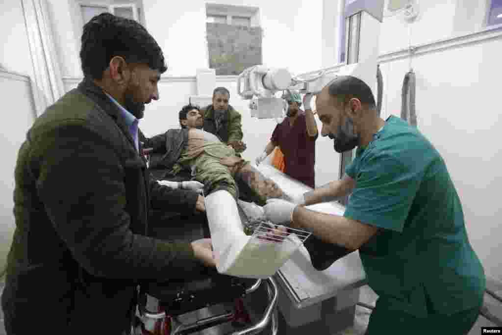 Cмертник подорвал себя в машине, припаркованной в районе Пули Махмуд Кхан, сообщил представитель МВД Афганистана