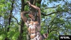Пам'ятник встановлений у центрі Оржева біля входу в дубовий гай