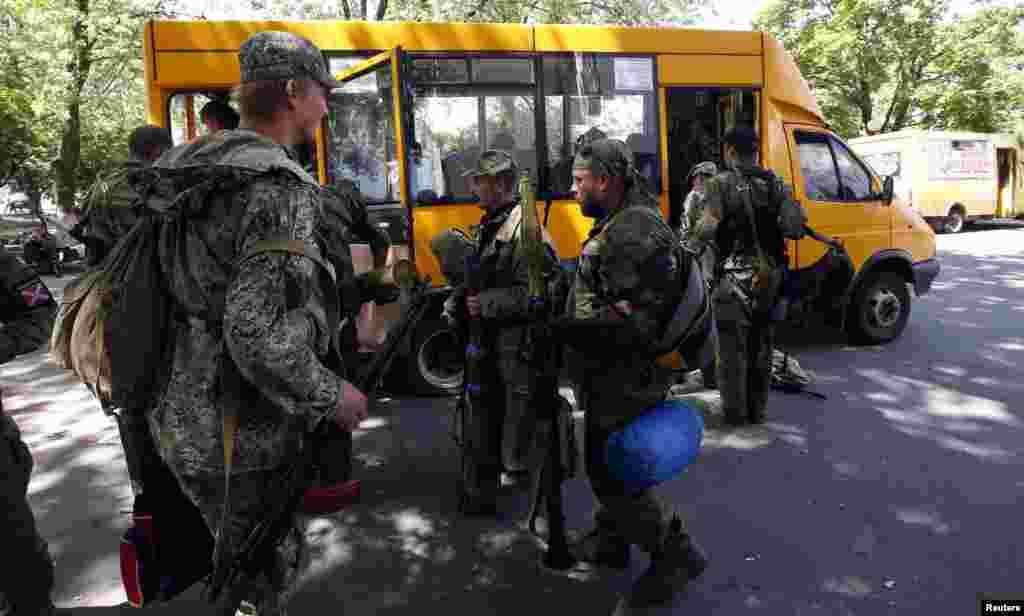 Проросійські бойовики залишають свої позиції у Краматорстьку, 6 липня 2014 року