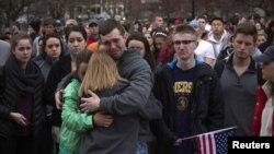 Ночные бдения в память о погибших при взрывах в Бостоне, 16 апреля 2013 года.