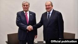Казахстан -- Президент Армения Армен Саркисян (справа) и президент Казахстана Касым-Жомарт Токаев (архив)
