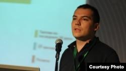 Никола Спасов, основач на Агенцијата за испитување на јавното мислење и стратегиски комуникации Рејтинг.