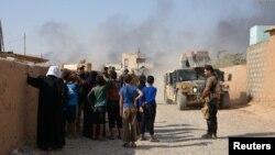 مردم آواره منطقه القیاره که از دست نیروهای گروه حکومت اسلامی، داعش، گریختهاند.
