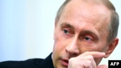 Russian Prime Minister Vladimir Putin has threatened to cut gas deliveries to Ukraine.