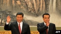 Li Keqiang(majtas) dhe Xi Jinping, para se te merrnin postet e kryeministrit, perkatesisht presidentit te Kines