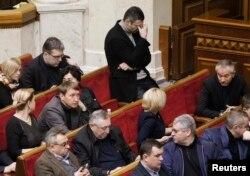 Vitaly Kliciko (centru) în timpul sesiunii Parlamentului din Kiev