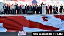 На данный момент на политическом поле Грузии действуют уже четыре объединения, родоначальником которых было «Единое национальное движение»