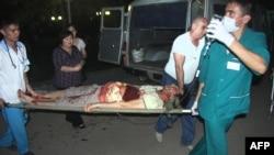 Тяжело раненного журналиста Лукпана Ахмедьярова привезли в больницу. Уральск, 19 апреля 2012 года. Фото предоставлено газетой «Уральская неделя».