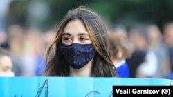 Младо момиче по време на протест в София. Снимката е илюстративна.