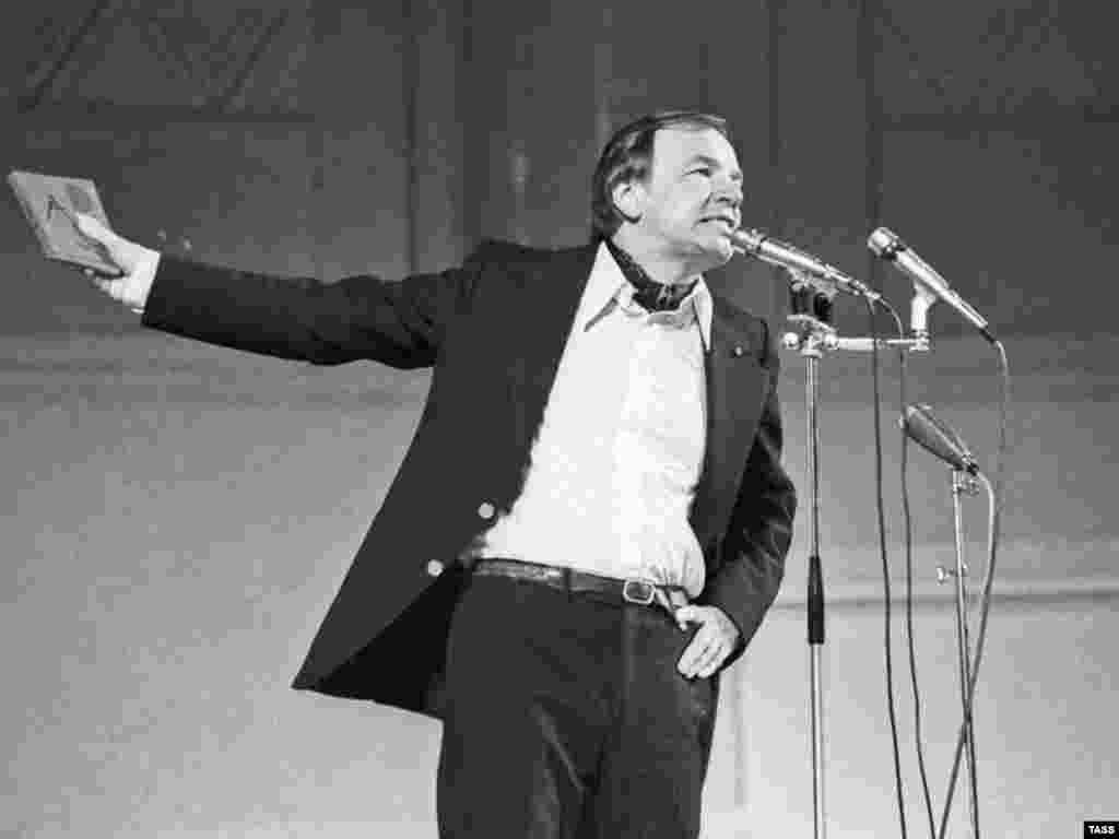 Андрей Вознесенский, 1978 год - Гражданская панихида в ЦДЛ, отпевание и похороны Андрея Вознесенского