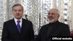 Главы МИД Таджикистана и Ирана Сироджиддин Аслов (слева) и Мохаммад Джавад Зариф. Архивное фото.