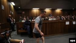 Паралимпийский чемпион Оскар Писторус в Верховном суде ЮАР. 15 июня 2016 года.