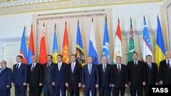 Ռուսաստան - ԱՊՀ-ի երկրների կառավարությունների ղեկավարների խորհրդի նիստի մասնակիցները, Սանկտ Պետերբուրգ, 18-ը հոկտեմբերի, 2011թ.