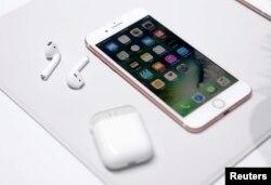 iPhone 7 һәм AirPods