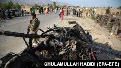 Представники афганських сил безпеки на місці вибуху бомби, околиці міста Джелалабад, 21 липня 2021 року