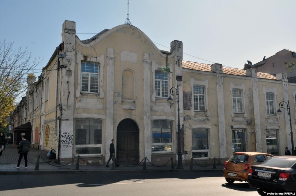 Один из старых зданий в центре города