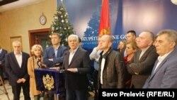 Црна Гора - Лидерите на Демократскиот фронт Андрија Мандиќ и Милан Кнежевиќ, како и пратеникот Милун Зоговиќ, утрово беа ослободени од притвор. Прес конференција. 28. декември 2019 година