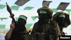 Боевики ХАМАСа на КПП под Рафахом - в ожидании освобожденных заключенных