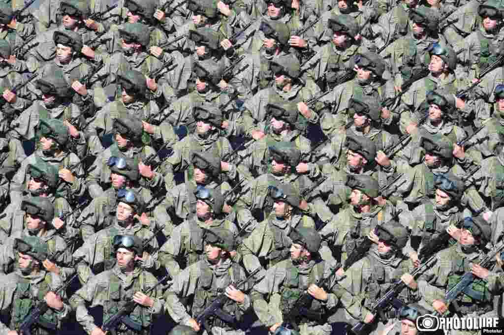 Российские военнослужащие на параде в Ереване.