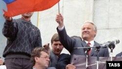 Борис Ельцин на митинге в Москве после поражения ГКЧП. 22 августа 1991 года